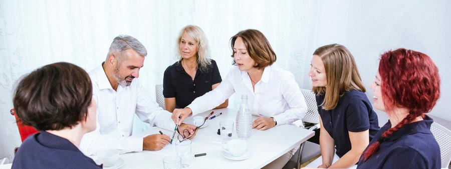 Das Team von Gassmann Medical am Tisch